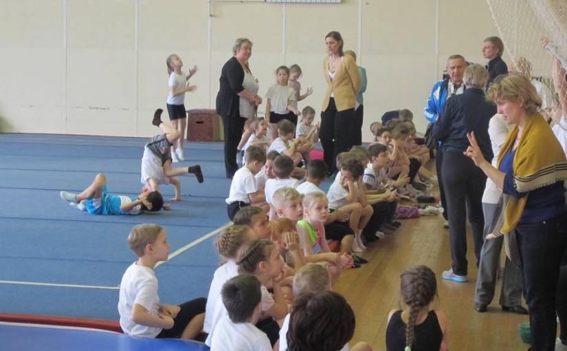 В Доме спорта прошло традиционное апрельское первенство среди младших школьников по спортивной гимнастике. Все они победители отборочных этапов в своих учебных заведениях.